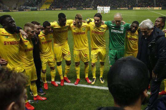Lễ tưởng niệm Emiliano Sala đẫm nước mắt tại Ligue 1 - Ảnh 2.