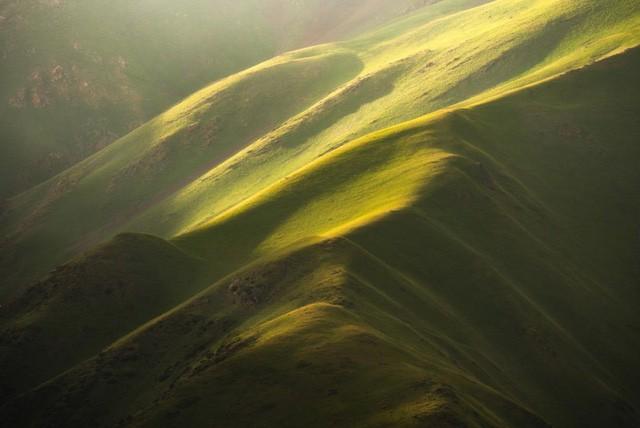 Thiên nhiên hùng vĩ ở Kyrgyzstan - Ảnh 1.