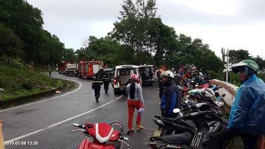 Xe khách chở sinh viên và giáo viên lao xuống vực ở đèo Hải Vân, 1 người tử vong - ảnh 3
