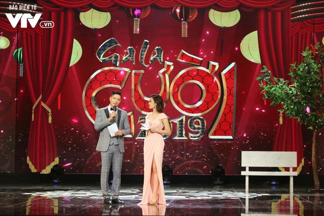 Hoa hậu Đỗ Mỹ Linh lần đầu xuất hiện ở Gala cười 2019 - Ảnh 2.