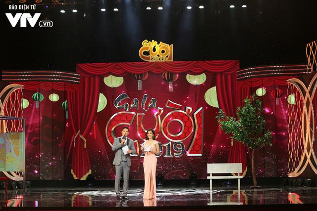 Hoa hậu Đỗ Mỹ Linh lần đầu xuất hiện ở Gala cười 2019 - Ảnh 4.