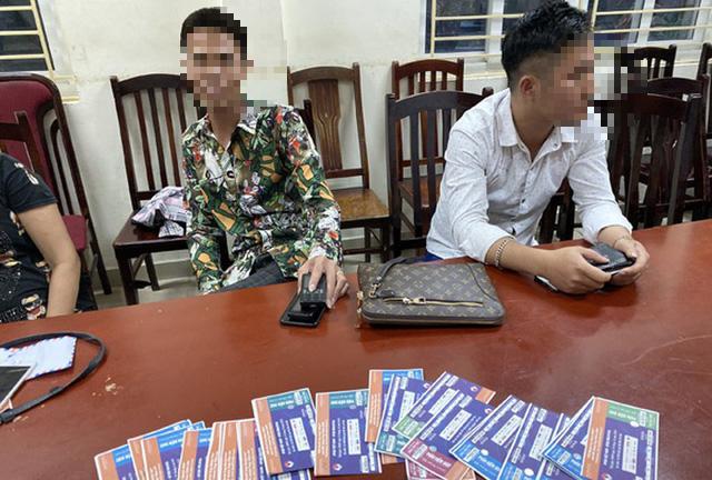 """Bắt quả tang 6 """"cò vé"""" trận Việt Nam - Malaysia - Ảnh 1."""