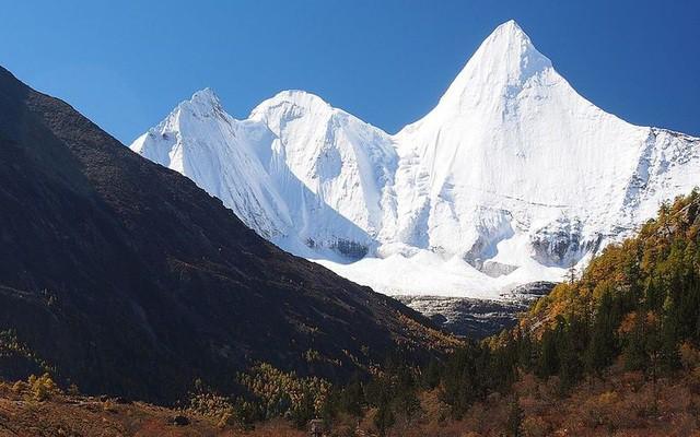 Những đỉnh núi thiêng không thể chinh phục - Ảnh 3.
