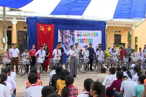 Quỹ Tấm lòng Việt tiếp bước đến trường cho học trò nghèo vượt khó tỉnh Bắc Kạn - Ảnh 3.