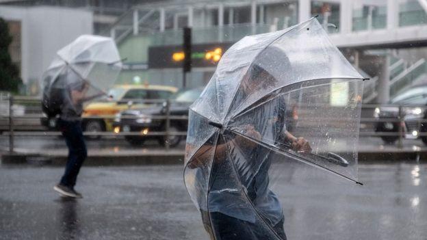 Nhật Bản cảnh báo cao nhất trước bão Hagibis - Ảnh 1.