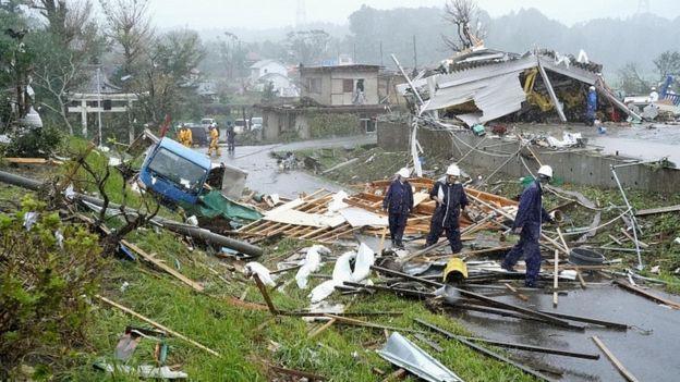Nhật Bản cảnh báo cao nhất trước bão Hagibis - Ảnh 3.
