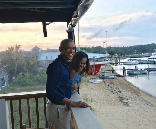 Chùm ảnh kỷ niệm ngày cưới của vợ chồng ông Obama thu hút hơn 2 triệu like trên Twitter - Ảnh 2.