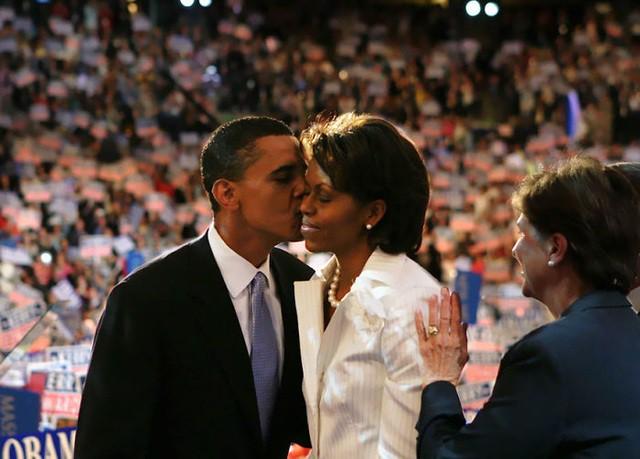 Chùm ảnh kỷ niệm ngày cưới của vợ chồng ông Obama thu hút hơn 2 triệu like trên Twitter - Ảnh 6.
