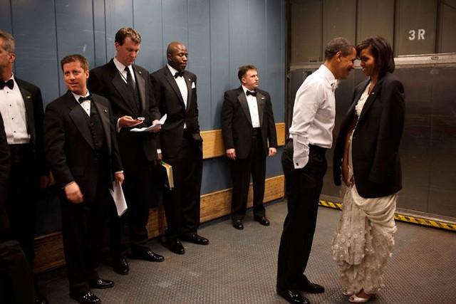 Chùm ảnh kỷ niệm ngày cưới của vợ chồng ông Obama thu hút hơn 2 triệu like trên Twitter - Ảnh 11.