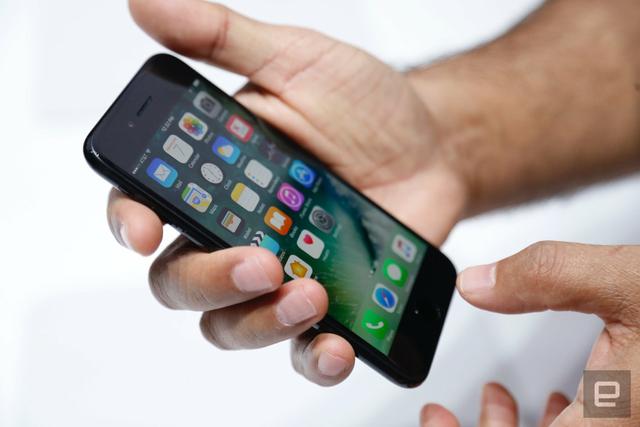 Chi trên 10 triệu đồng, người Việt chọn mua iPhone - Ảnh 1.