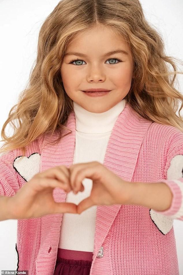 Mẫu nhí 6 tuổi người Nga được ca ngợi là bé gái xinh đẹp nhất thế giới - Ảnh 2.