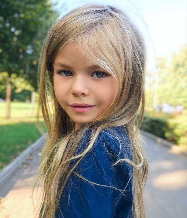 Mẫu nhí 6 tuổi người Nga được ca ngợi là bé gái xinh đẹp nhất thế giới - Ảnh 3.