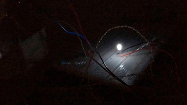 """Khó tin: Các nhà khoa học tìm được cách tạo ra điện từ """"bóng đêm"""" - Ảnh 3."""