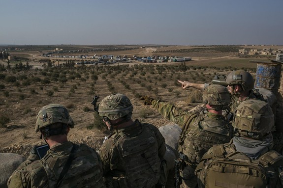 Mỹ tái bố trí quân từ Syria tới Iraq - Ảnh 1.
