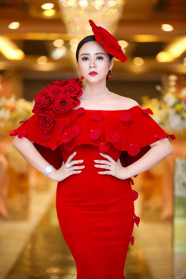 Bùi Thanh Hương xuất hiện rạng rỡ tại Happy Women Leader Global Award 2019 - Ảnh 1.