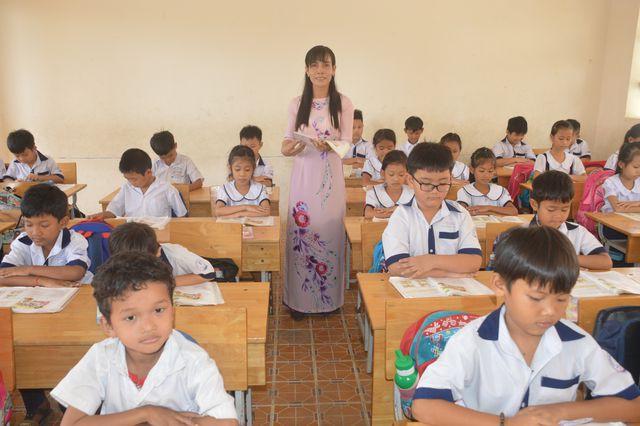 Những nữ giáo viên hết lòng với nghề - Ảnh 1.