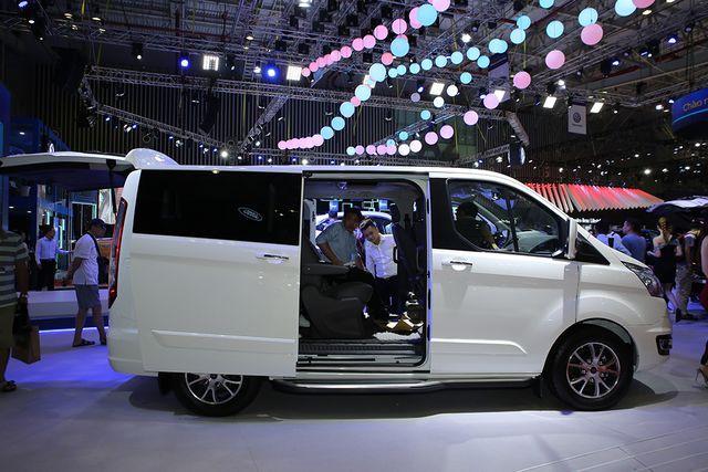Ford Tourneo Titanium 2019 - Sở hữu những tính năng vượt trội của dòng xe MPV - ảnh 2