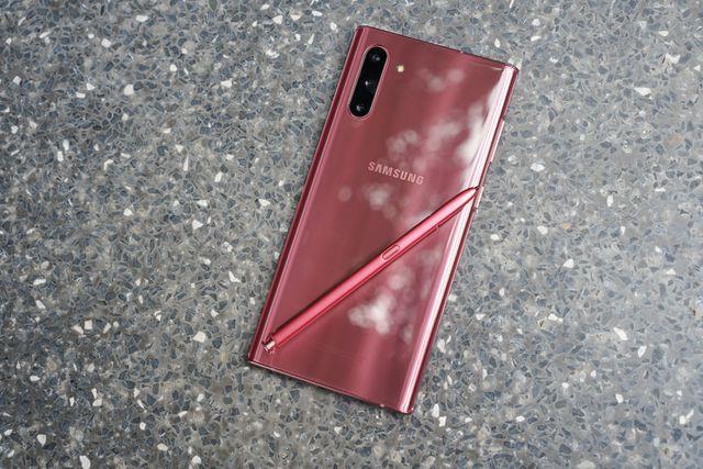 Vì sao các hãng smartphone ít ưu ái màu hồng? - ảnh 1