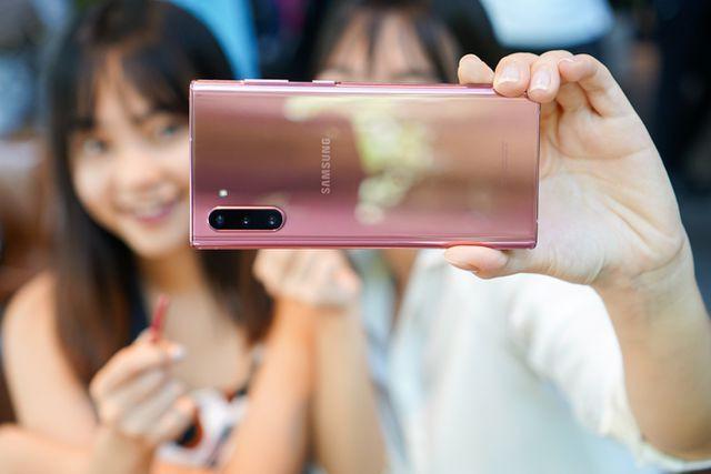 Vì sao các hãng smartphone ít ưu ái màu hồng? - ảnh 2
