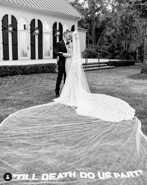 Ảnh cưới của Justin Bieber - Hailey Baldwin gây choáng ngợp - Ảnh 4.