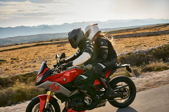 BMW Motorrad ra mắt bộ đôi onroad cỡ trung F900R và F900XR - Ảnh 1.