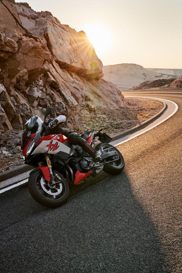 BMW Motorrad ra mắt bộ đôi onroad cỡ trung F900R và F900XR - Ảnh 3.