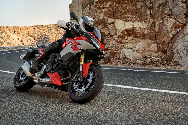 BMW Motorrad ra mắt bộ đôi onroad cỡ trung F900R và F900XR - Ảnh 4.