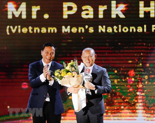 Coach Park Hang-seo (right) won the mens AFF Coach of the Year