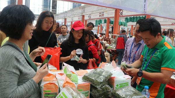 Hội chợ Thương mại quốc tế Việt - Trung lần thứ 19 chính thức khai mạc - Ảnh 2.