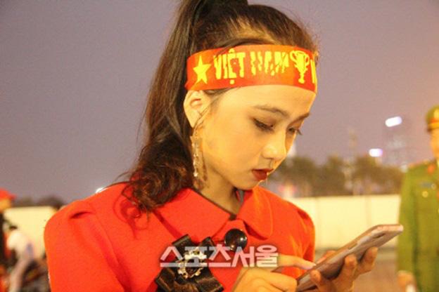 Mẫu nhí Việt gây ấn tượng trên báo Hàn - Ảnh 2.