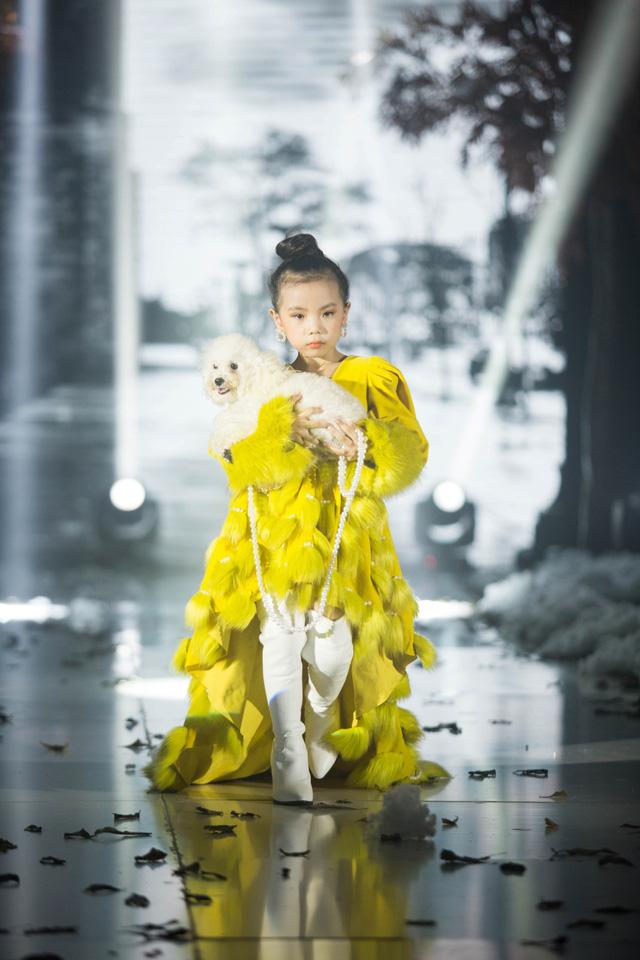 Gần 200 mẫu nhí tỏa sáng trong chương trình thời trang Thu Đông - Ảnh 3.