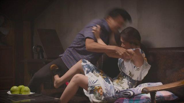 Tiệm ăn dì ghẻ - Tập 2: Muốn hàn gắn với vợ cũ, Minh (Quang Tuấn) sững sờ khi thấy Ngọc (Dương Cẩm Lynh) dọa chết - Ảnh 4.