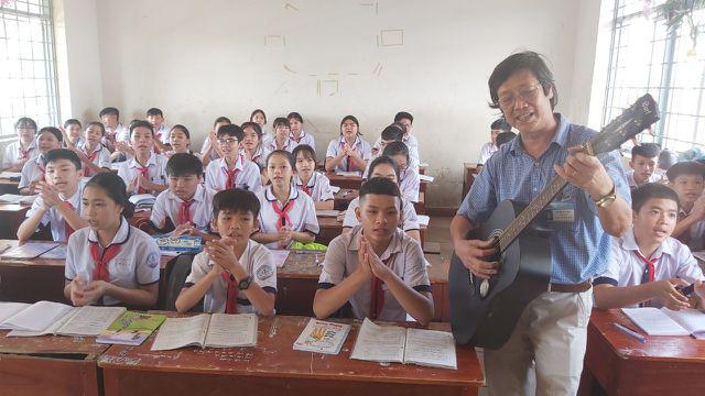 Thầy giáo phổ nhạc định lý Toán thành bài hát cho học sinh dễ nhớ - Ảnh 1.