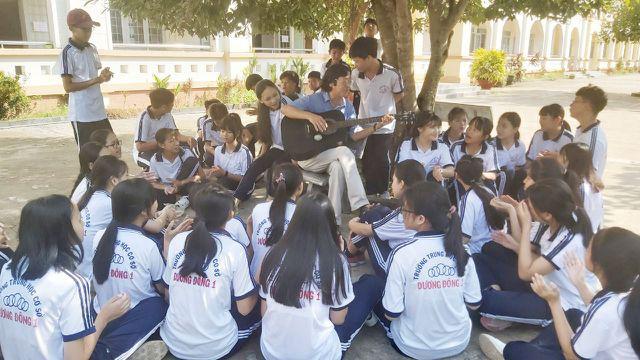 Thầy giáo phổ nhạc định lý Toán thành bài hát cho học sinh dễ nhớ - Ảnh 2.