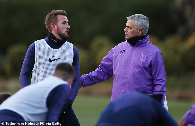 HLV Jose Mourinho ra mắt CLB Tottenham - Ảnh 2.