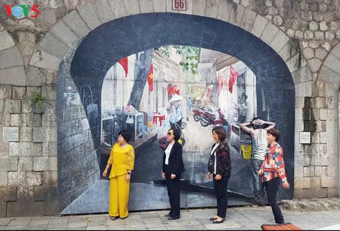 Phung Hung mural street (Photo: Ngoc Anh/VOV)