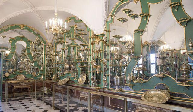 Vụ trộm chấn động thế giới: Kho báu trị giá 1,1 tỷ USD bị trộm từ bảo tàng nước Đức - Ảnh 2.
