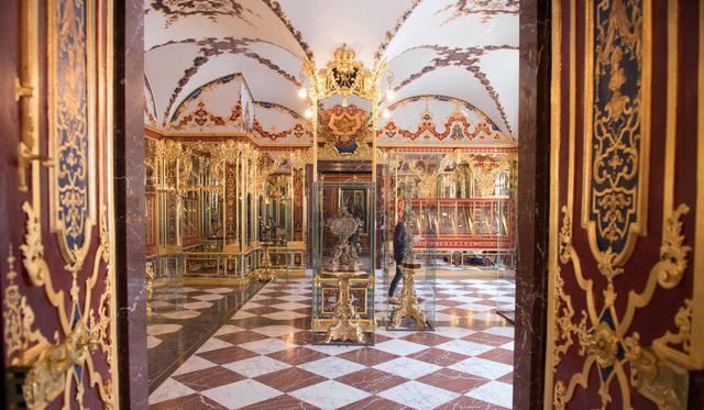 Vụ trộm chấn động thế giới: Kho báu trị giá 1,1 tỷ USD bị trộm từ bảo tàng nước Đức - Ảnh 3.