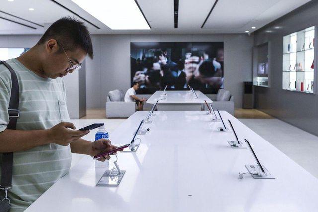 10 smartphone bán chạy nhất thị trường: Giá rẻ tiếp tục thống lĩnh - Ảnh 1.