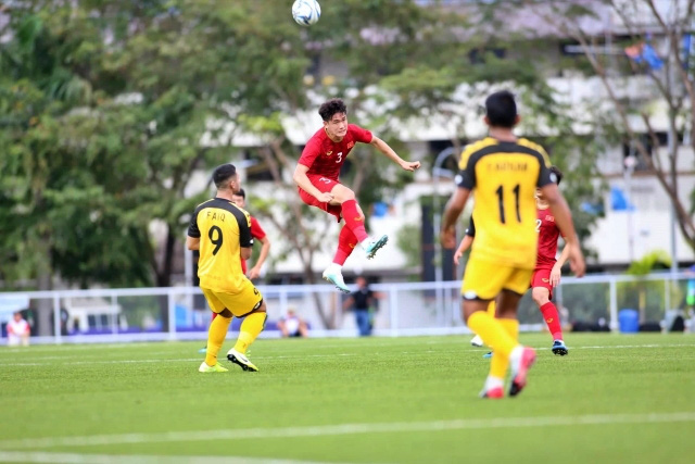 Huynh Tan Sinh (C) was injured in the match against Brunei U22s yesterday and is likely to miss two upcoming matches. (Photo: NDO/Minh Phu)