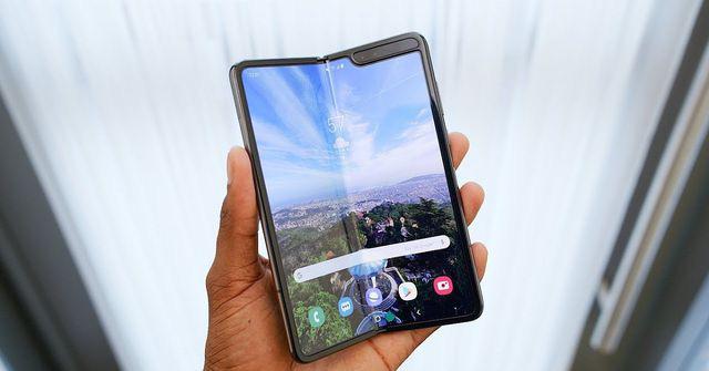 Loạt smartphone giá hàng chục triệu đồng bán tại Việt Nam - Ảnh 1.