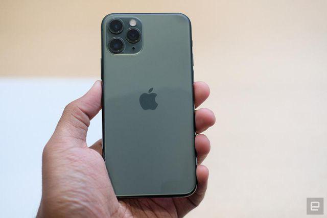 Loạt smartphone giá hàng chục triệu đồng bán tại Việt Nam - Ảnh 3.