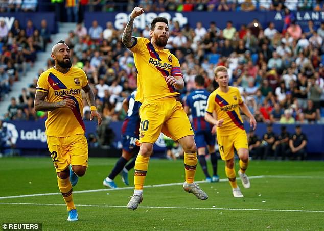 Levante 3-1 Barcelona: Messi ghi bàn trên chấm 11m, Barca vẫn nhận thất bại - Ảnh 1.