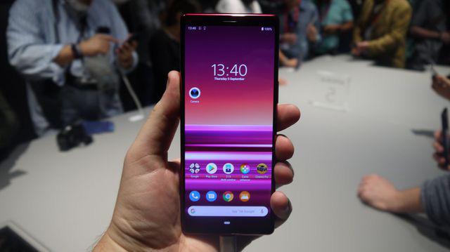 Sony bất ngờ bán Xperia 5 tại Việt Nam, giá 19,99 triệu đồng - Ảnh 1.