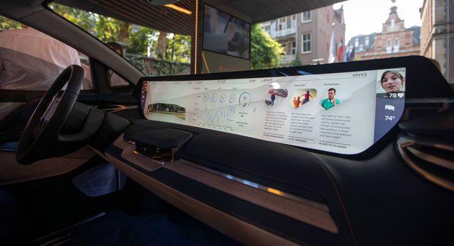 Không còn chạy đua mã lực, các hãng so kè kích cỡ màn hình trên xe - Ảnh 3.
