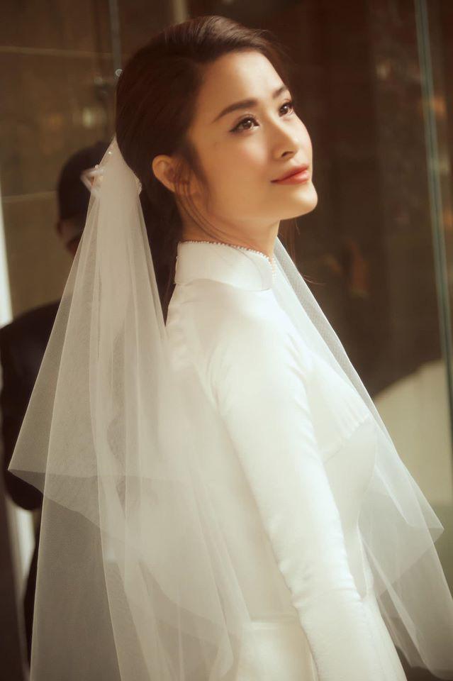 Diện áo dài giản dị, Đông Nhi đẹp xuất thần trong lễ rước dâu - Ảnh 4.