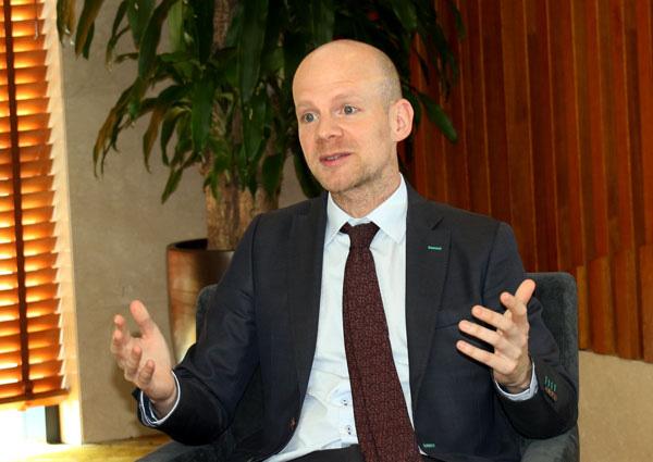 """Ông Mattias Grafström - Phó Tổng thư ký FIFA: """"Bóng đá Việt Nam đang xích lại gần hơn các đội của thế giới"""" - Ảnh 1."""
