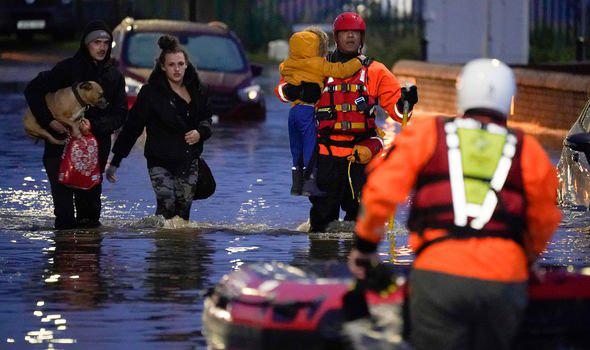 Lũ lụt nghiêm trọng tại Anh - Ảnh 1.