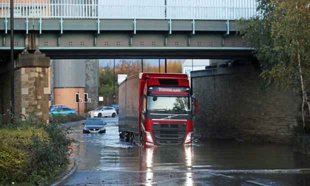 Lũ lụt nghiêm trọng tại Anh - Ảnh 4.