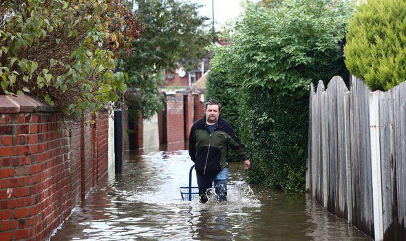 Lũ lụt nghiêm trọng tại Anh - Ảnh 5.